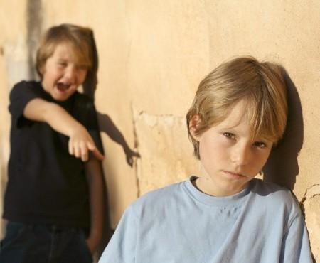 Над ребенком издеваются в младших классах – что делать