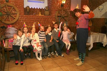 Как провести детский праздник в кафе?