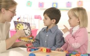 Как подготовить ребенка к посещению школы или детского сада