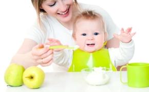 Кормление ребенка в первые месяцы жизни