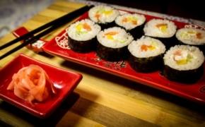 Почему медики рекомендуют употреблять суши