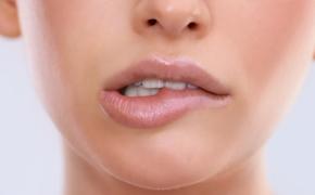 Привычка кусать губы?